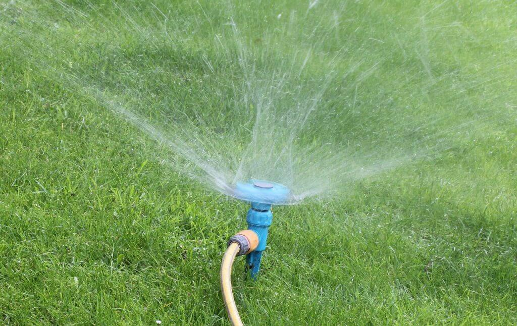 watering-lawn-care-lawn-mowing-lawn-maintenance-toronto-markham-richmond-hill-mylandscapers-landscapers-landscaping-services-brampton