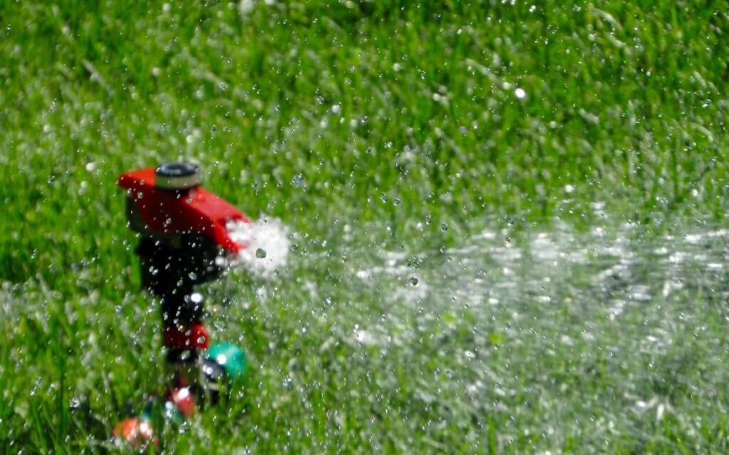 vaughan-commercial-lawn-care-maintenance-mowing-watering-seeding-care-landscaping-landscapers-mylandscapers