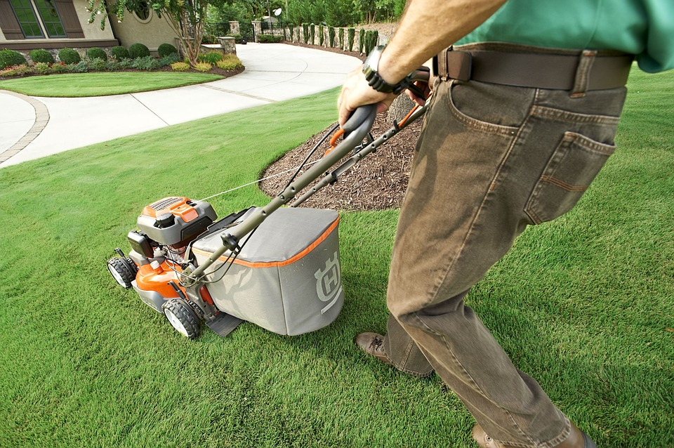 commercial lawn mower maintenance